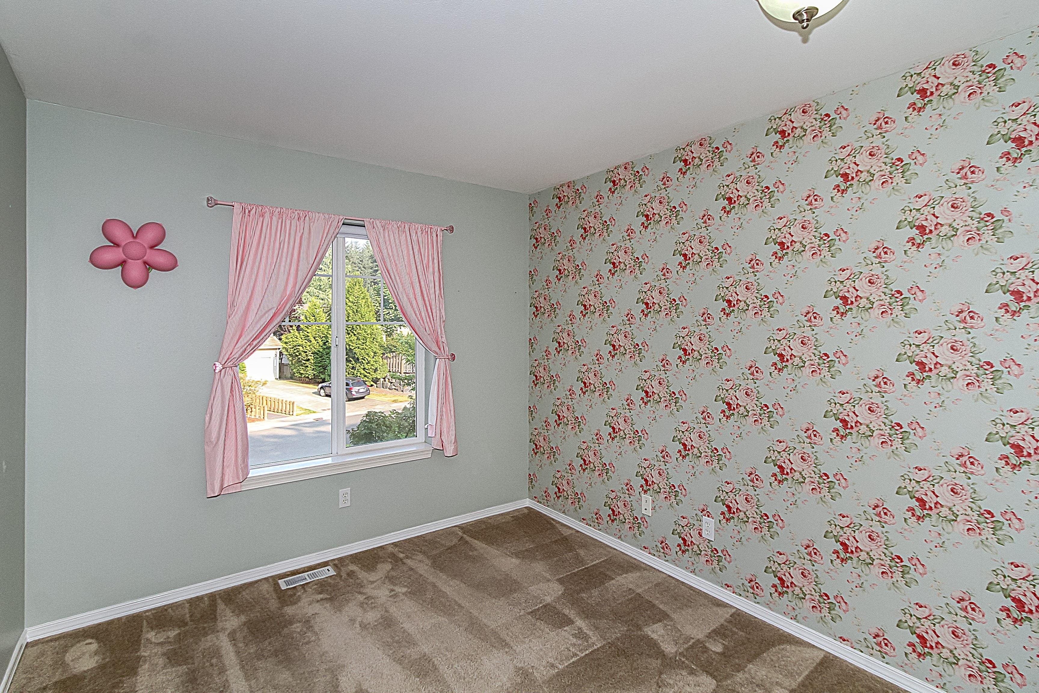 016_1st Bedroom