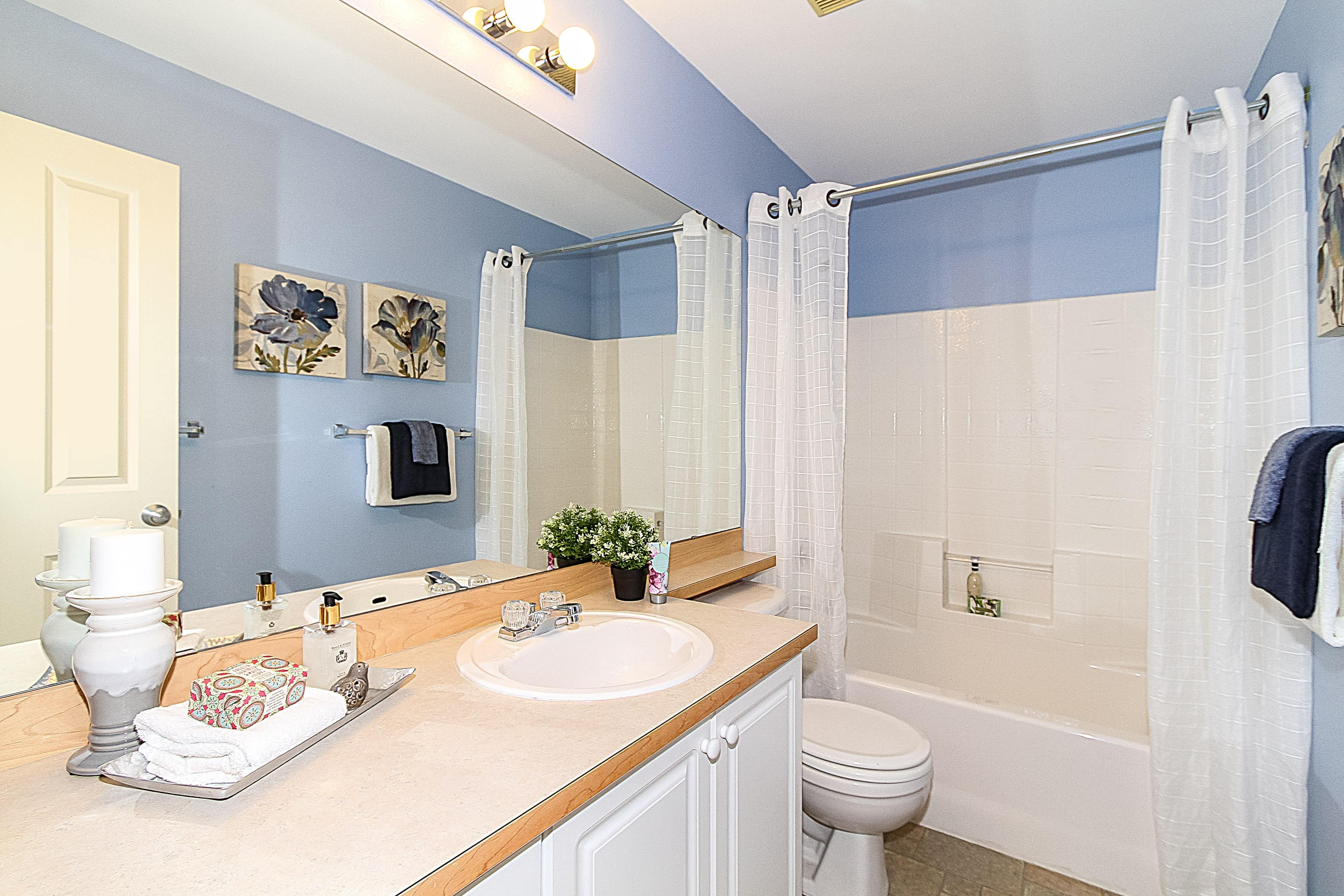 017_Main Bathroom
