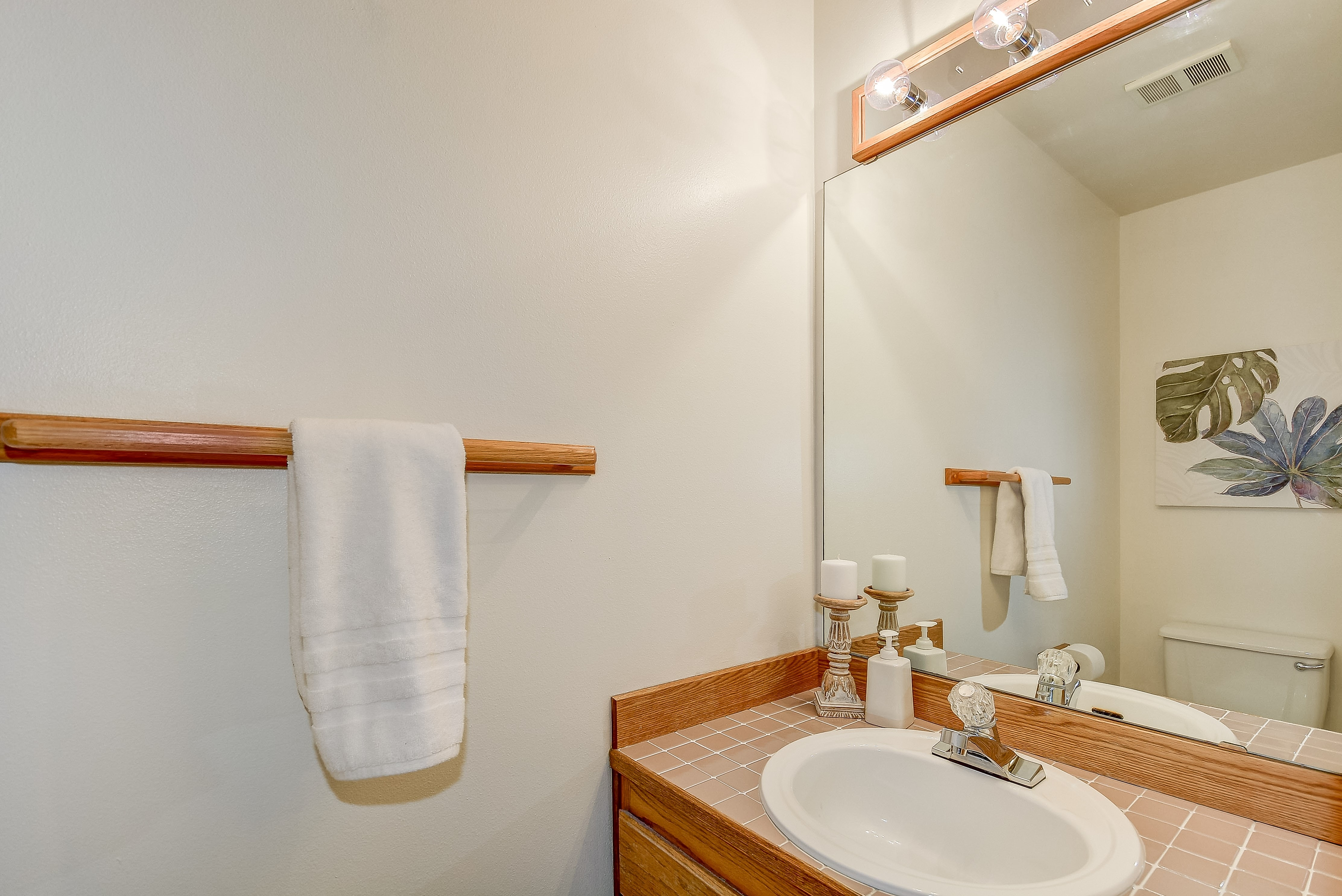 008_Half Bath Room