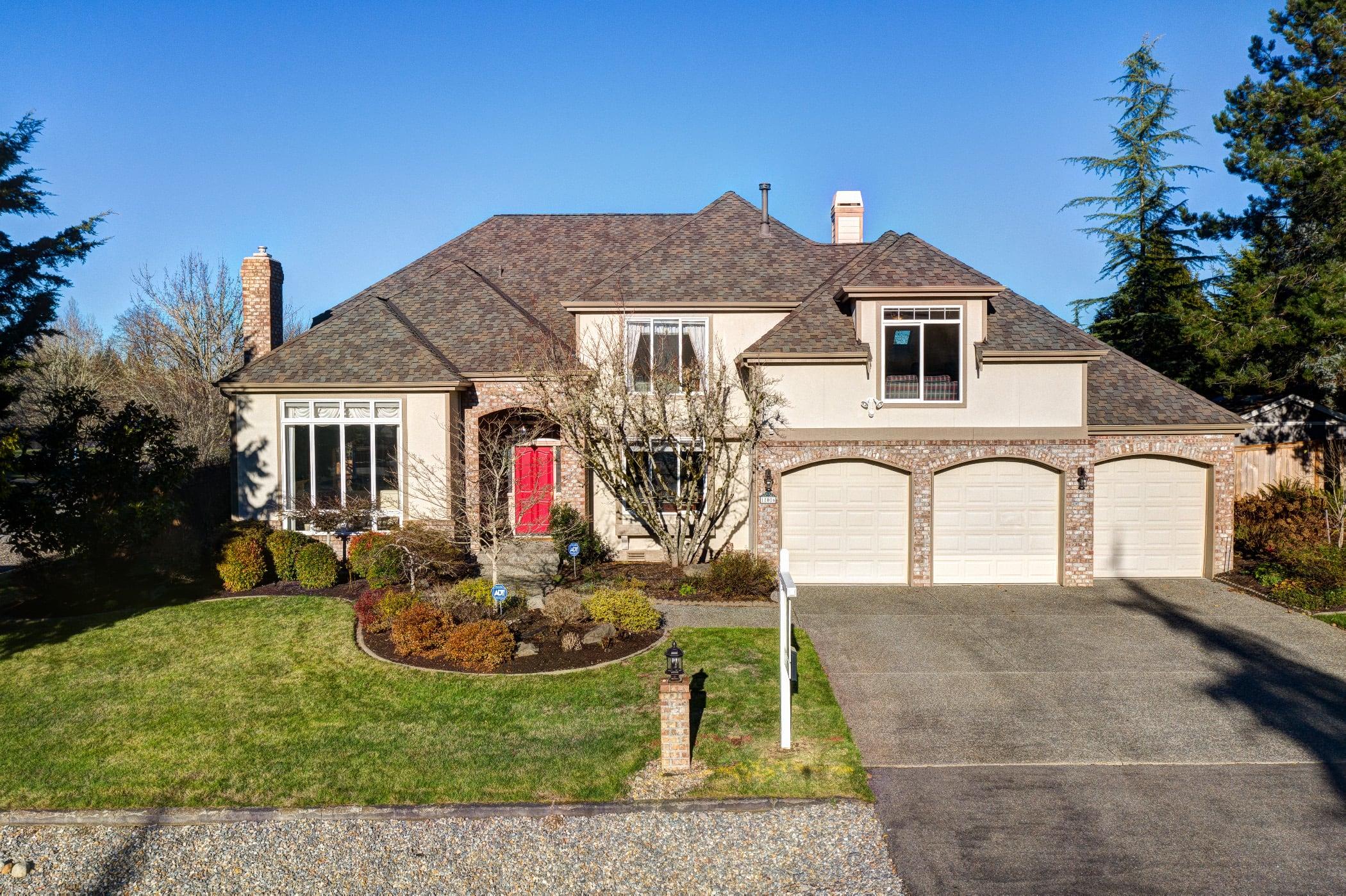 Beautiful Home in Lake Winterwood Community!