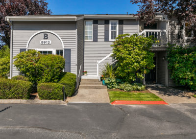 Fantastic One-Level Condo at The Lakes!- Sold