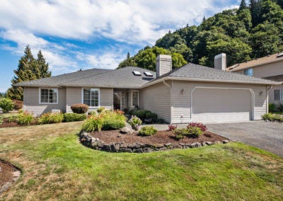 """Welcome to This Fantastic """"Perfect Size"""" 1800 sq ft Rambler in Renton!"""